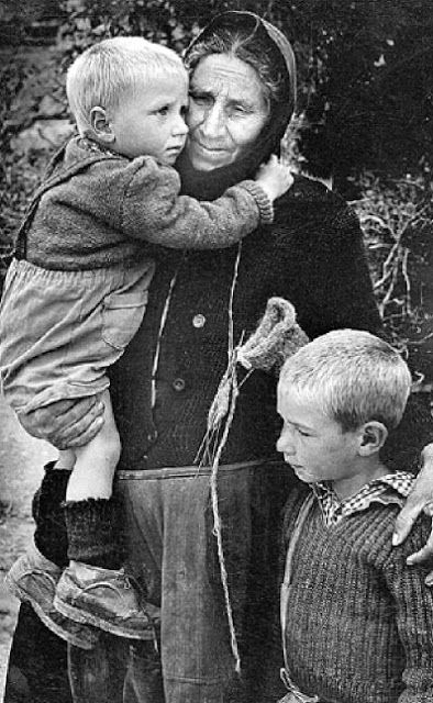 Βάβω με τα εγγόνια της - Κοζάνη 1959