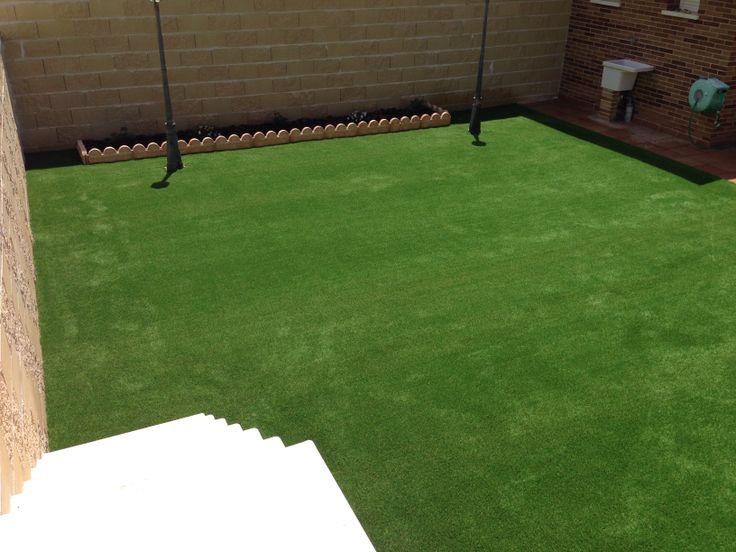 la jardinera moderna ya incluye al csped artificial como unos de los principales materiales para la