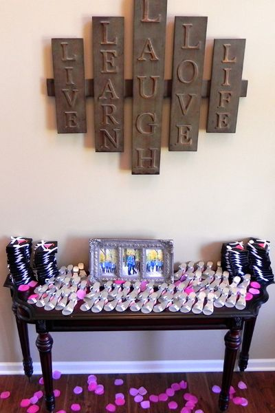 i LOVE that sign (its a link to the bridal shower idea... but i want that sign!)
