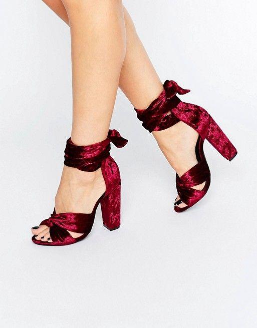 http://www.asos.fr/missguided/missguided-velvet-tie-block-heeled-sandals/prd/7104357?iid=7104357