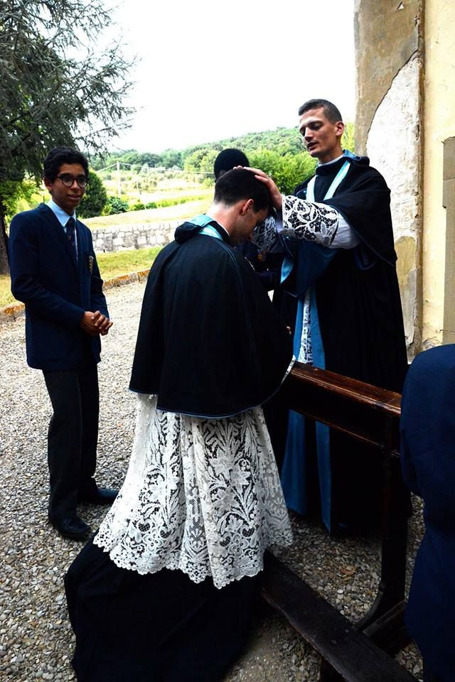New photos from ICKSP ordinations in Florence last week sent by Elrica D'Oyen-Gebert, our friend in Belgium, who was in Italy for this wonderful occasion. The new Canon, Erwan Josseaume, giving the First Blessing to another new Canon, Cosme Montjean, at Gricigliano last Thursday