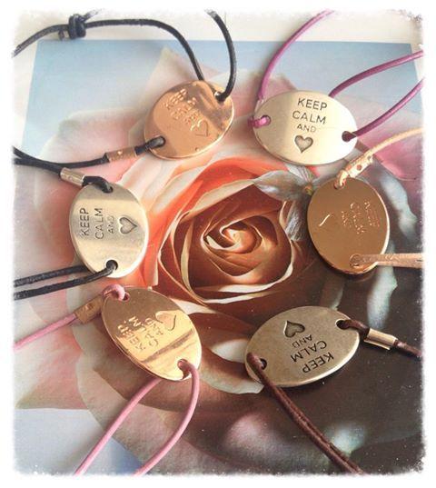 "Foto: Das ideale Valentinsgeschenk: Lederarmband ""keep calm and ❤"" auf www.jayjaydesign.de/Shop/Armbänder"