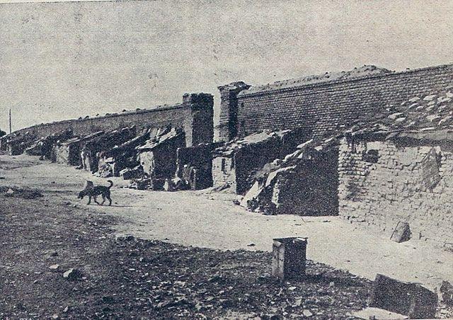 Madrid (Spain) . 1914. Street of Magallanes. Low-class people built their shacks on the Northern Cemetery's walls (now dissapeared) / Madrid. 1914. Calle de Magallanes. Chabolas construidas contra los muros del viejo Cementerio Norte (desaparecido).