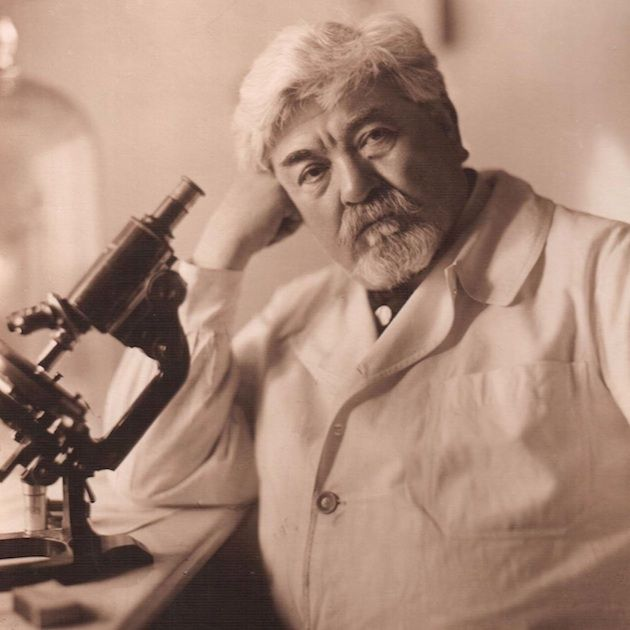 Ion Cantacuzino, cunoscut și ca Ioan Cantacuzino, (n. 25 noiembrie 1863, București; d. 14 ianuarie 1934, București ) a fost un academician, medic, microbiolog, profesor universitar român, fondator al școlii românești de imunologie și patologie experimentală.
