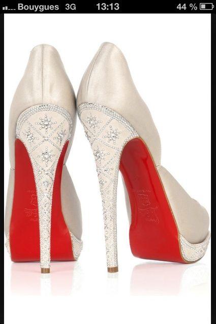 Chaussures Louboutin en 37 modèle Eugènie satin blanc Swarovski