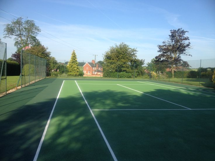 Tennis court available for all visitors to the cottages