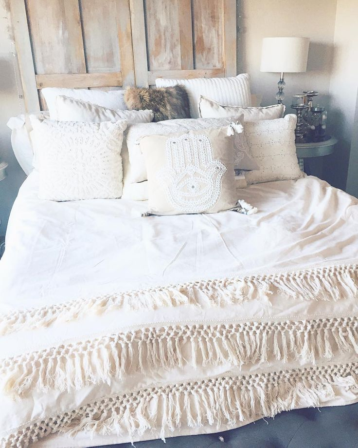 Marissa Lace bedroom