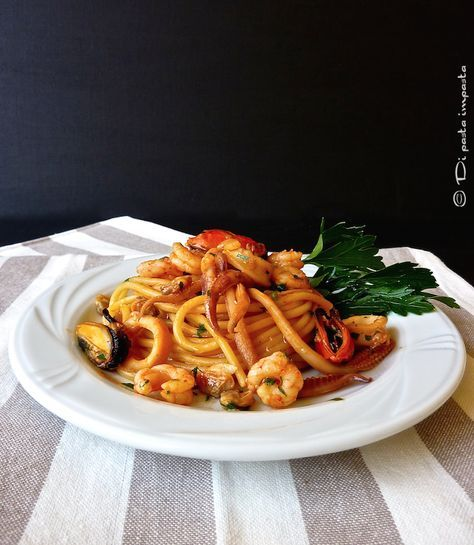 Spaghetti allo scoglio (креветки, мидии, кальмары, вонголе