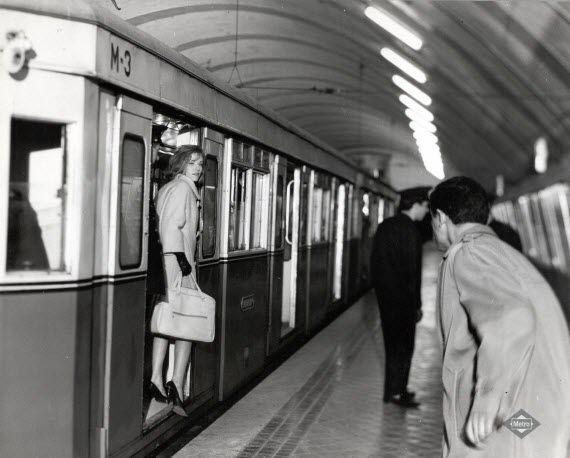 Tren del Suburbano en la estación de Plaza de España