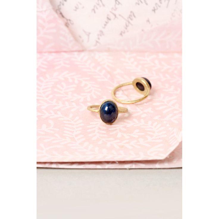 #anelli in #orogiallo con #zaffiro #blu ovale #cabochon #stile #vintage _ #maschiogioielli milano #shoponline #gioielliminimal #gioiellivintage #anellivintage #zaffirocabochon