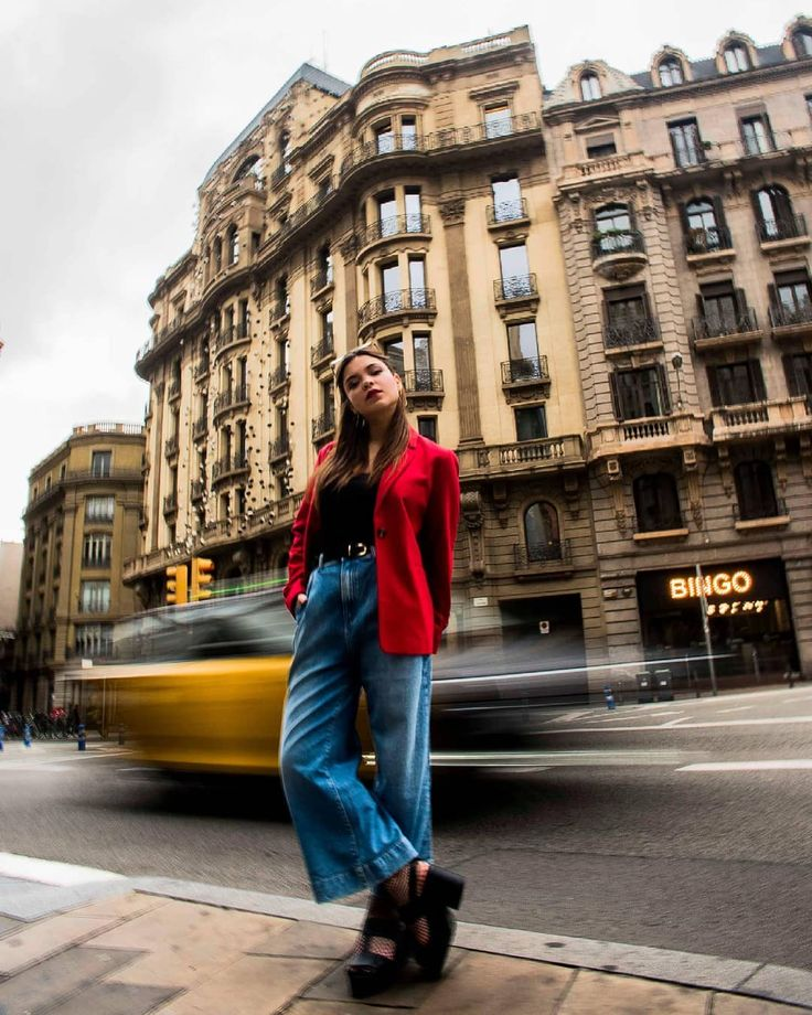 "12 Me gusta, 1 comentarios - Adriana Castello (@adrianacastellom) en Instagram: ""Street style at laietana #movement #move #citylife #street #streetstyle #portrait…"""