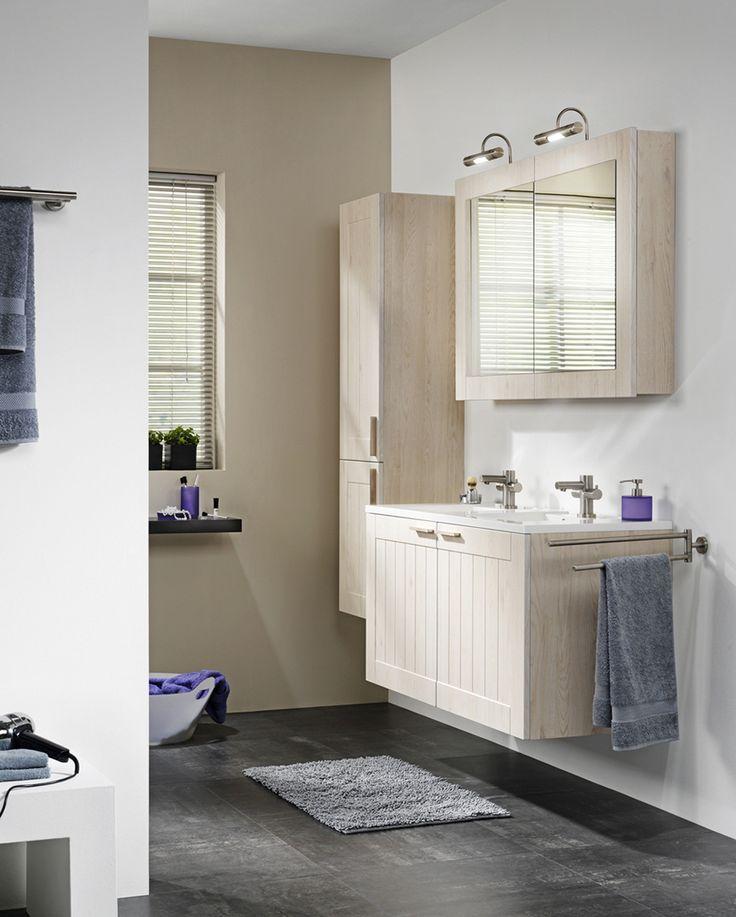 Dubbele wastafel en spiegelkast voor praktische opbergruimte