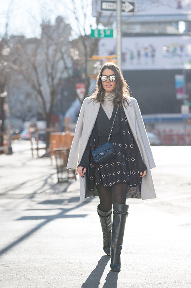 Bolsa - Chanel / Conjunto - Animale / Casaco - Armani / Bota - Valentino / Óculos - Illesteva I Camila Coelho: