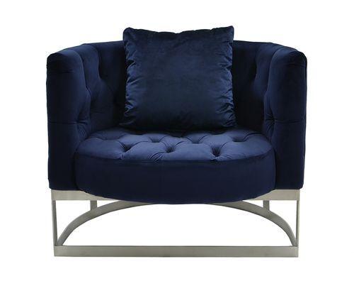 Råtøff Diamond lenestol i en dyp og behagelig mørkeblå velour. Stolen komplementeres av et stilig understell i børstet rustfri stål.   Mål: Bredde 90 cm Dybde 76 cm Høyde 74 cm Sittehøyde ca 40 cm   Farge: Midnight navy (mørk blå)   Materialer: Velour Rustfri stål