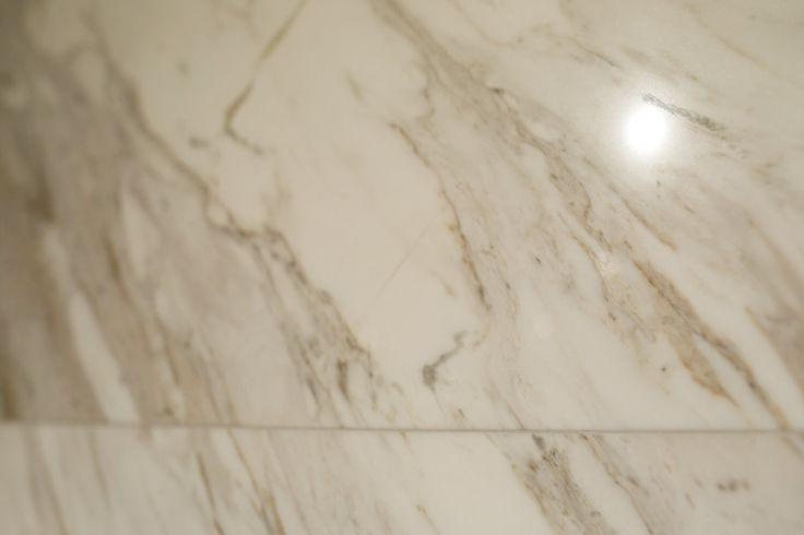 Мрамор #AspenWhite фабрики @anticcolonial #artcermagazine #design #интерьер #журнал #ceramica #tile #керамическаяплитка #дизайн #стиль #тенденции #новинки #LAnticColonial #натуральныйКамень #мрамор