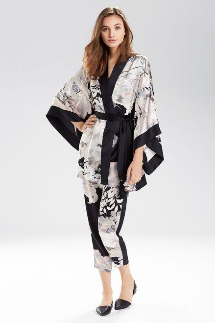 Josie Natori Yuzen Wrap is just the gorgeous sleepwear for Valentine's Day. Shop now