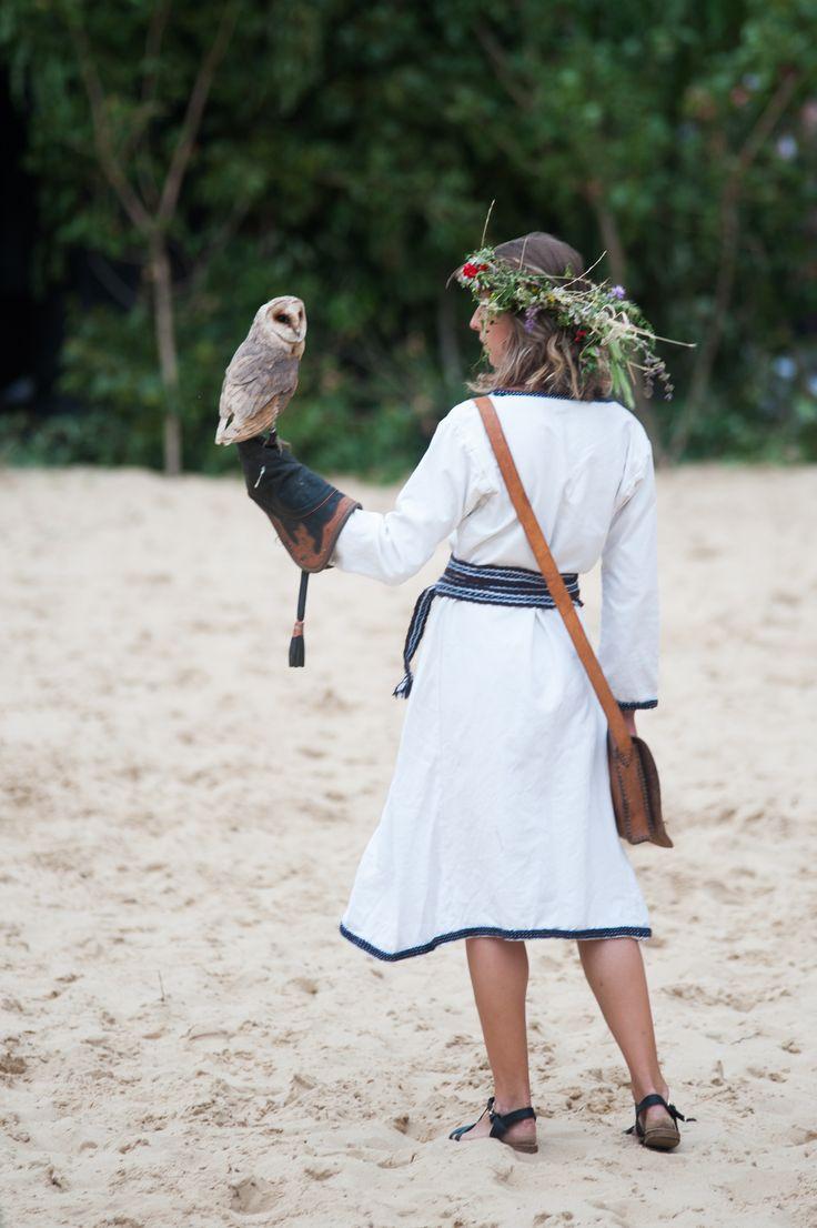 Lesná víla, ktorá nesie jednu z najkrajších sov sveta - plamienku driemavú (Tyto alba)