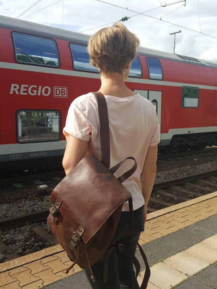 Ideal für unterwegs: City-Rucksack.  #hamosons #bags #lehrertaschen #taschen #jahnlederwaren #aktentaschen #ledertaschen #lederrucksack #mystyle #design #lovemybag #business #outfit #businesstasche #lehrertasche #lehrer #schule #jahntasche #mode #fashion #ledertasche #tasche #style #sommer2017 #summeroutfit2017 #harolds