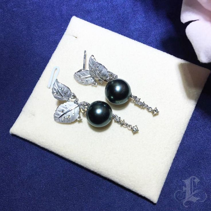 11.5-12mm Tahitian Black Pearl Flamboyant Earring - AAAA