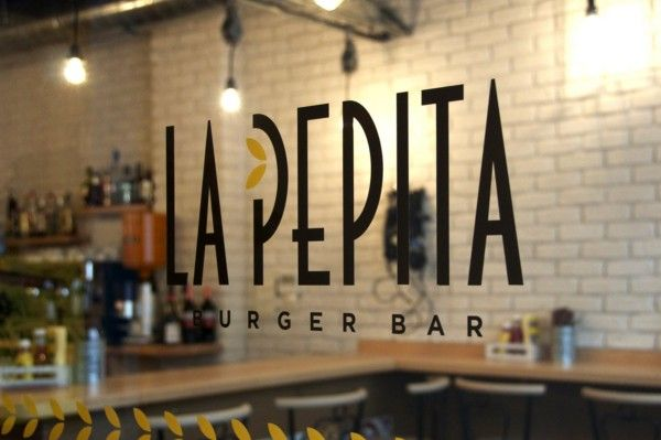 La Pepita Burger Bar, un local de Vigo que rompe con la imagen de hamburguesería tradicional.