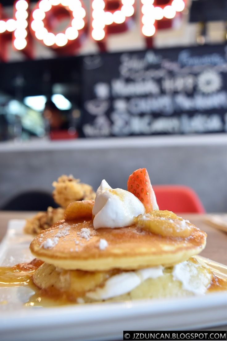 banana pancake @HOPP Cafe, Bandar Sunway  >> http://jzduncan.blogspot.my/2017/01/Hopp-Cafe-Bandar-Sunway.html
