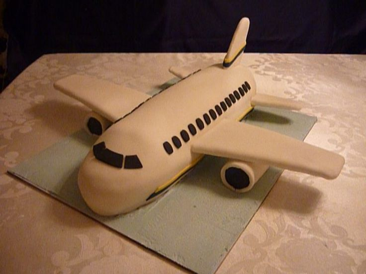 Airplane birthday cake