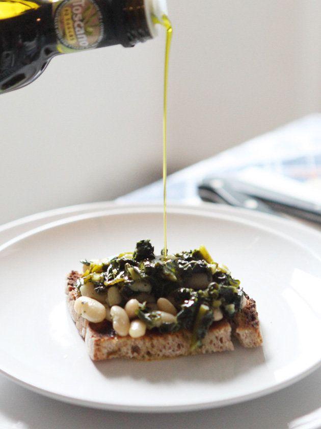 トスカーナのマンマに教わった、簡単でおいしいブルスケッタ。オリーブオイルをたっぷりかけてどうぞ。|『ELLE a table』はおしゃれで簡単なレシピが満載!