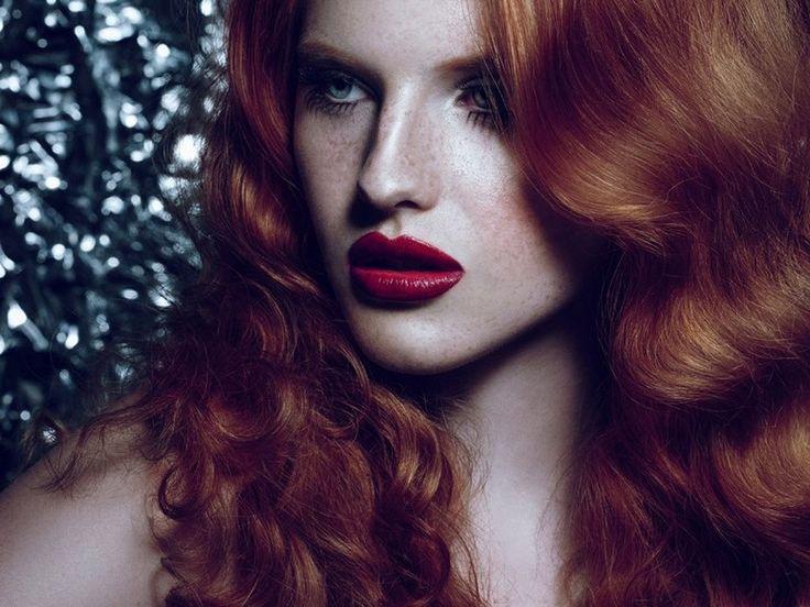 Kızıl Saçlılar için Makyaj Fikirleri Kendine ve güzelliğine güvenen bayanların tercihi kızıl saçlar için makyaj renklerini ve makyaj tarzlarını sizler masaya yatırdık. Beyaz tenli ve renkli gözlüyseniz ... #KızılSaç, #KızılSaçlılaraMakyaj, #MakyajTüyoları http://www.stilveyasam.com/2014/01/04/kizil-saclilar-icin-makyaj-fikirleri/