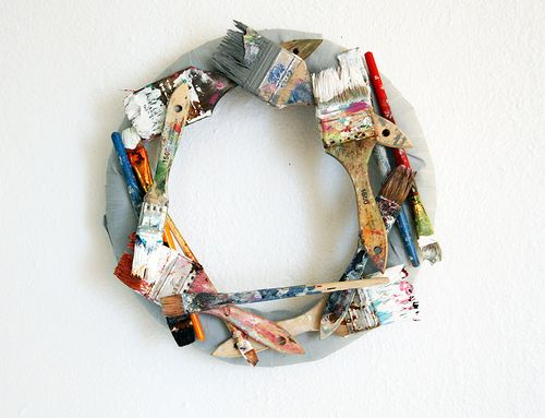 I want to make one of these for my classroom!: Wreaths Tutorials, Art Studios, Crafts Rooms, Brushes Wreaths, Paintbrush Wreaths, Recycled Paintings, Paint Brushes, Paintings Brushes, Art Rooms