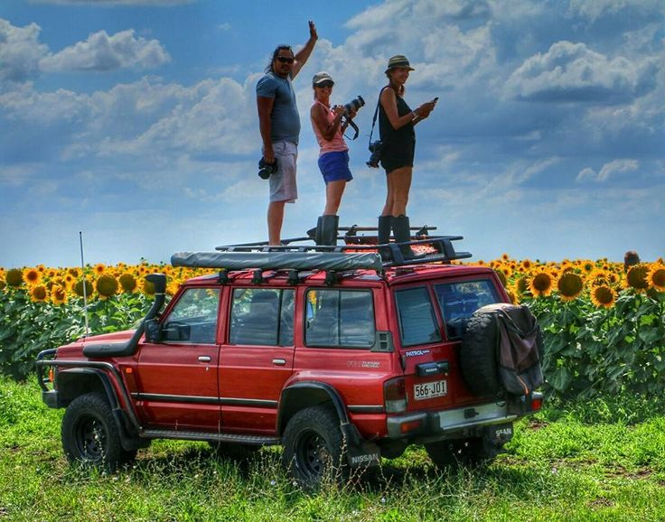 Dont forghet to get out of the car..or on top of the car and have a look around! #beautiful #sunflowers #sunflowerfield #4wd
