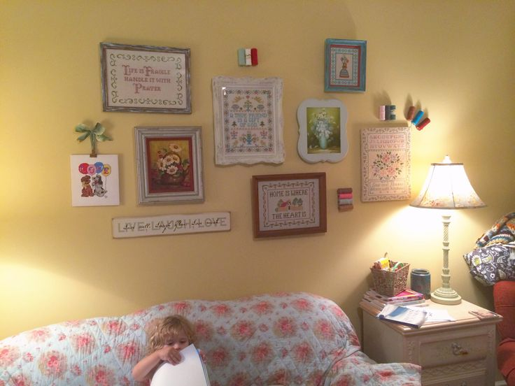 Peinture Chambre Bebe Bleu Nuit : My DIY craft room A wall of vintage cross stitch, lovingly found