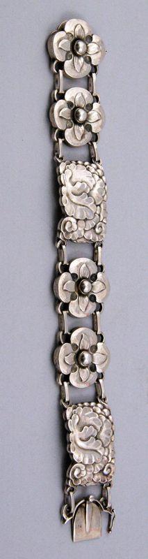 Bracelet   Georg Jensen. Sterling silver. ca. 1933 - 45.