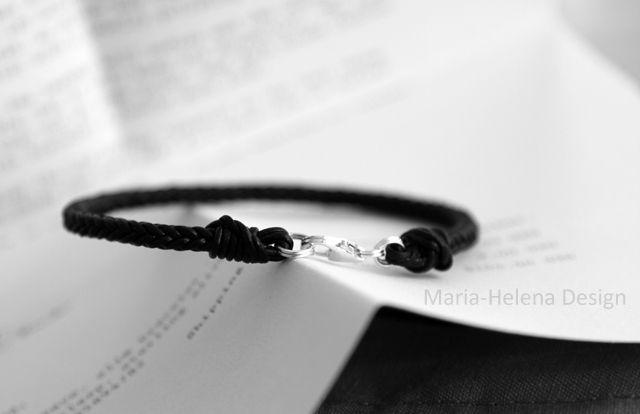 Handwoven black leather bracelet for men // Maria-Helena Design.