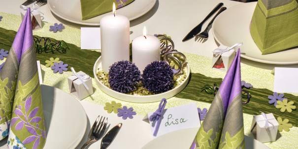 Tischdekoration zur Hochzeit Grün und Flieder mit Allium-Blüten