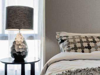 Lavish silks create a dramatic & distinguished look.