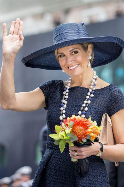 La reine Maxima des Pays-Bas s'est bien amusée ce vendredi à Rotterdam où elle baptisait un bateau de croisière, au lendemain du dîner des diplomates.