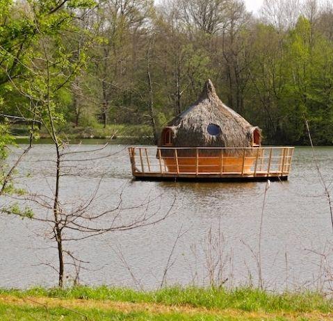 Dormir sur l'eau dans une Cabane flottante - Cabanes des Grands Lacs en Franche Comté