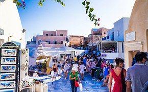 Turísmo en Oia, Santorini, Grecia
