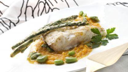 Karlos Arguiñano prepara un plato de pescado muy saludable: Mero con crema de zanahorias y coco.