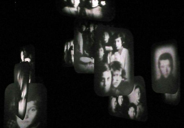 Il racconto di Frame si articola quasi in paragrafi che sfumano in dissolvenza l'uno nell'altro, dove affiorano, come fantasmi, sogni o ricordi, i volti di Zanzi e Varoli e quelli dei bambini, i pesanti bombardamenti, la distruzione avvenuta, la rinascita e l'impegno di donne e uomini giusti in favore dei perseguitati.