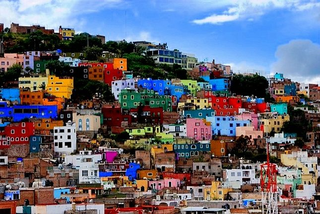 En esa casa del fondo, la de color azul, vivo yo... #Guanajuato #México