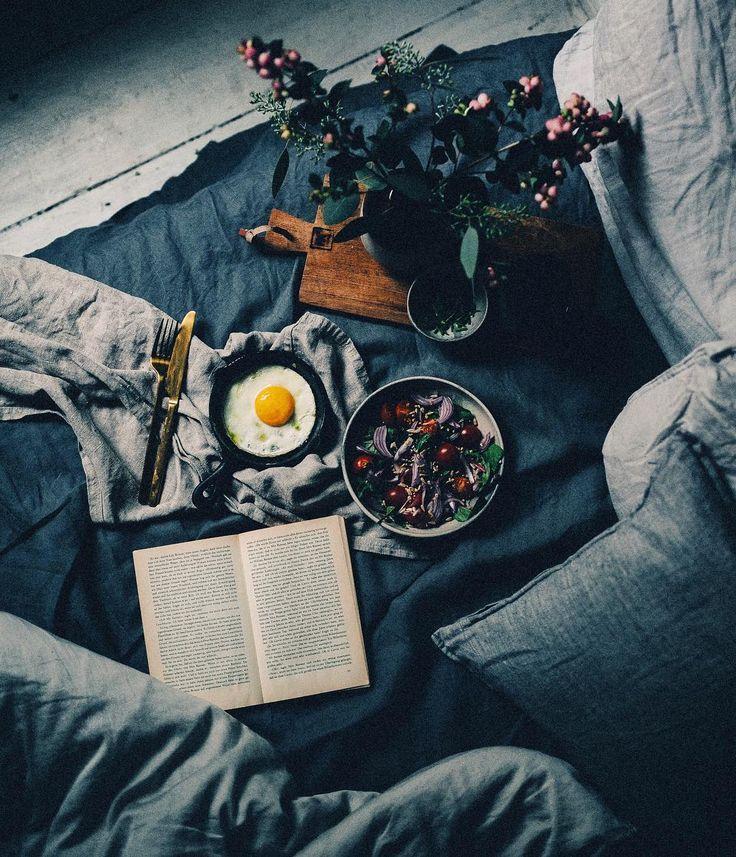 "7,322 gilla-markeringar, 79 kommentarer - Ezgi Polat (@ezgipolat) på Instagram: ""a classic bed scene in my bedroom on a grey day #tb __ #ezgipolat #morningslikethese #sundaymood…"""