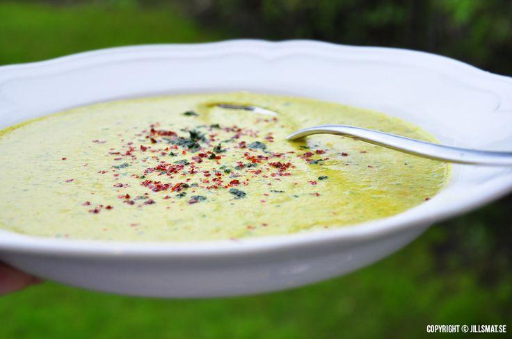 Vegansk blomkålssoppa med curry och kokosmjölk - Powered by @ultimaterecipe