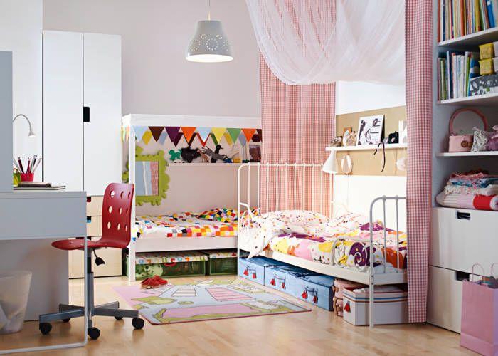 Stof fastgøres med velcro i loftet. IKEA Katalog 2015