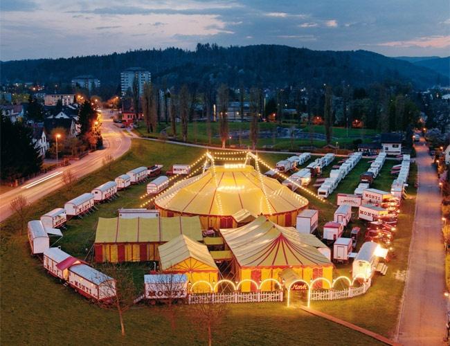 Der Circus Monti ist mit seinem Programm 'popUp!' wieder auf Tournee. Tickets gibt's hier: www.ticketcorner.ch/circus-monti oder an allen Vorverkaufsstellen
