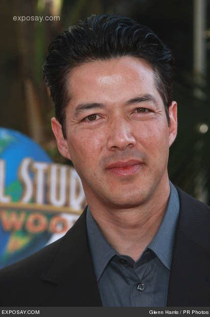 russell-wong-the-mummy-tomb-of-the-dragon-emperor-american-premiere-arrivals-ngp4VI.jpg 412×620 pixels