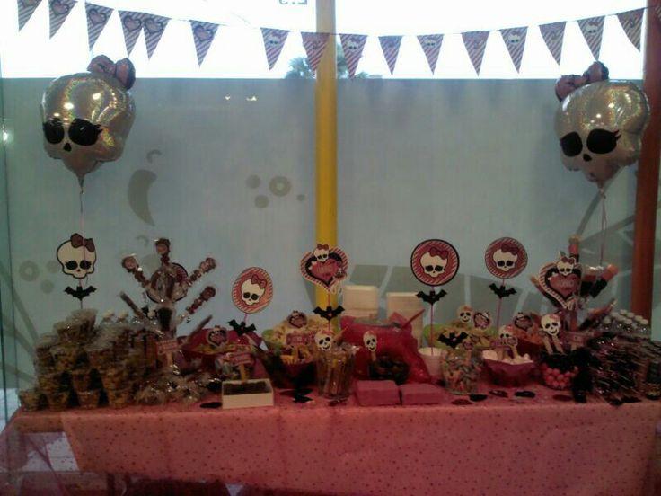 Mesa de dulces monster high