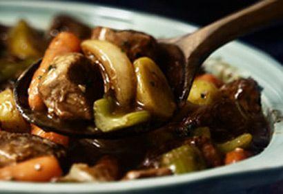 ***Ragoût de boeuf à la mijoteuse/Coup de pouce/Cette recette est délicieuse/patates grelots: modifié 3 tasses carottes, 1 morceau poireau, 1 paquet champignons frais coupés en 2 à mi-temps, du sel,du curcuma et poivre de cayenne; cuire 1.5 hres à hi et 4.5 à low