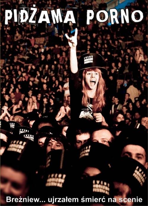 """Pidżama Porno - Breżniew - ujrzałem śmierć na scenie [DVD]  """"Breżniew - ujrzałem śmierć na scenie"""" to zapis ubiegłorocznego występu grupy Pidżama Porno w Łodzi. Wydawnictwo zawiera 25 największych hitów zespołu. Do albumu dołączony jest film pokazujący kulisy koncertu oraz wywiad z pełnym składem zespołu.  Sklep: http://www.sprecords.pl/muzyka/pidzama-porno/pidzama-porno-brezniew-ujrzalem-smierc-na-scenie-dvd_p_206.html  Cena: 32,99 PLN"""