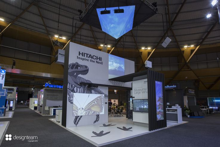 Hitachi @ Integrate works on the strength of its Japanese innovation and heritage. Projection mapping starts on top and works its way down on all integrated screens. On the stand a sushi chef serves lunch daily